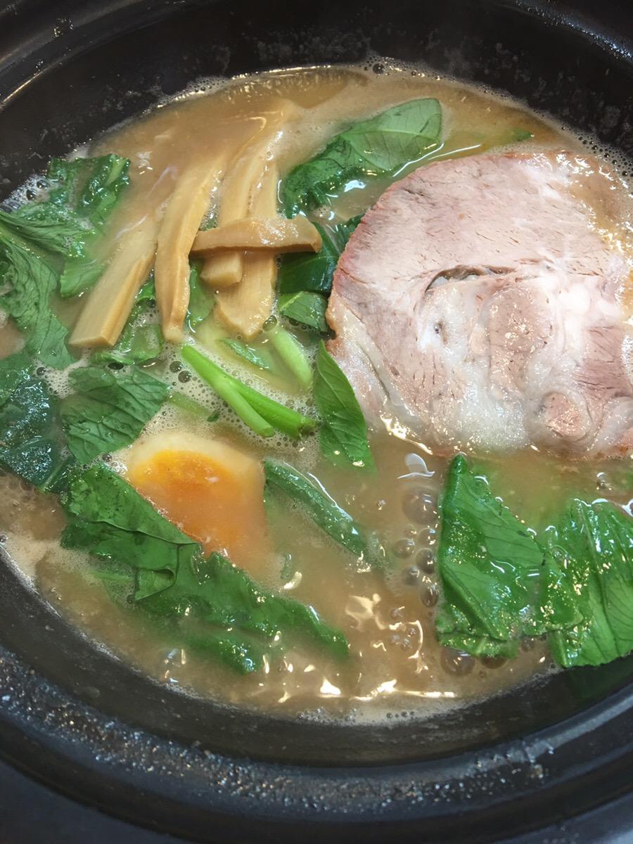 猪太_ラーメン_豚骨醤油_アップ