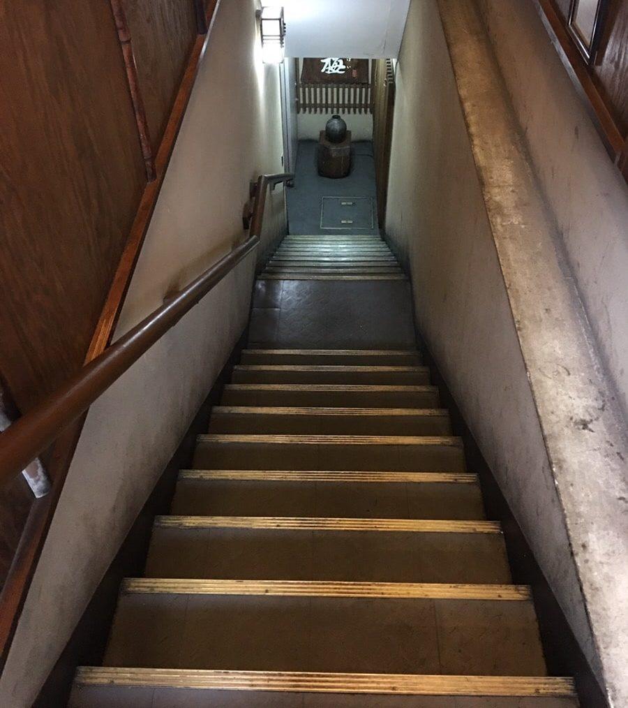 塩梅_玄関までの階段
