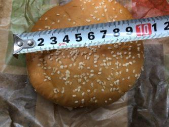 直径10センチもあるハンバーガー